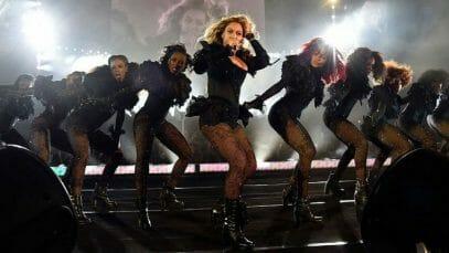 Backup Dancers Make On Tour